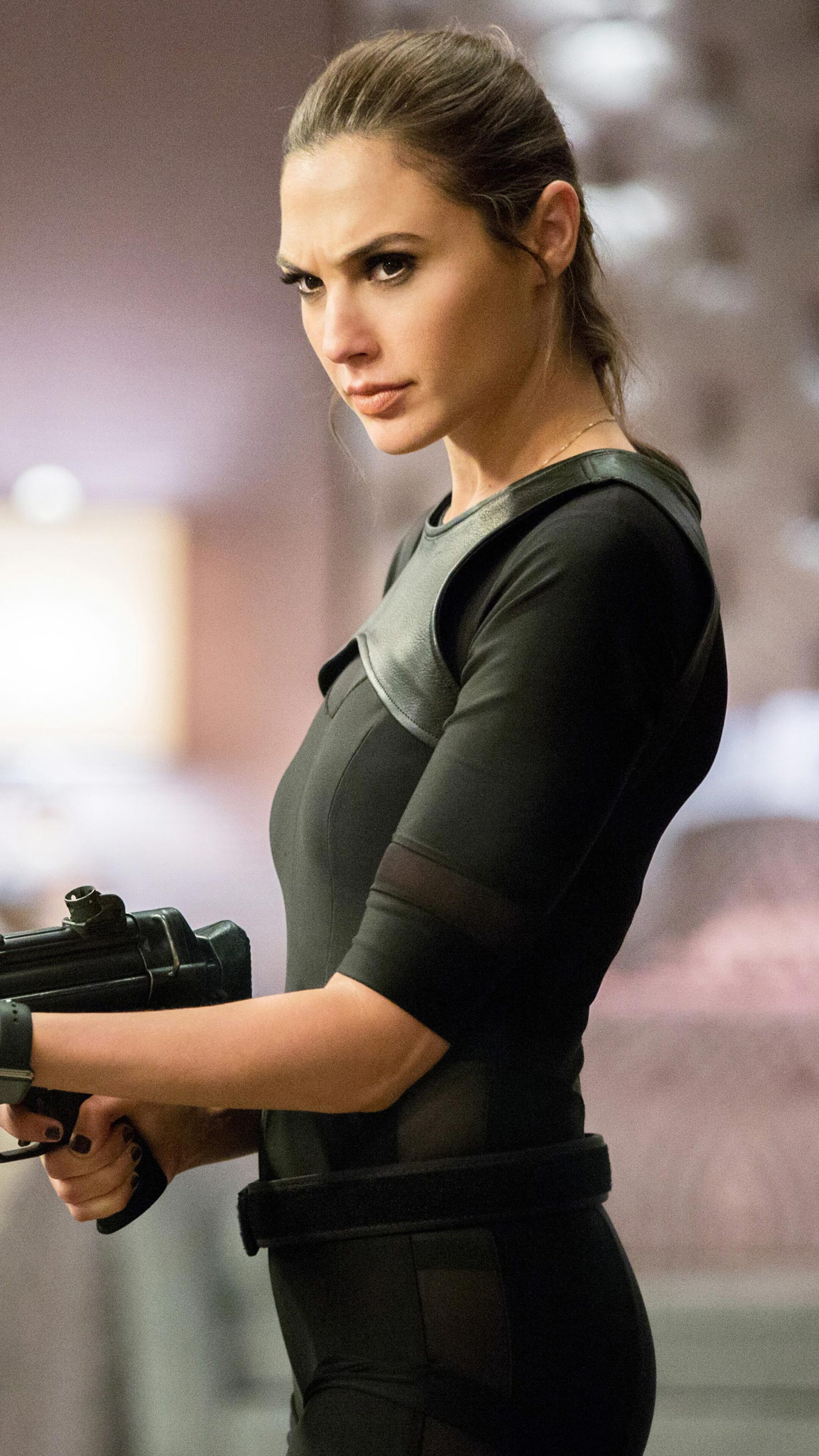 2160x3840 Gal Gadot In Keeping Up with the Joneses Sony ...