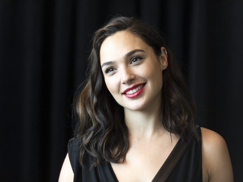 gal-gadot-smiling-5k-we.jpg