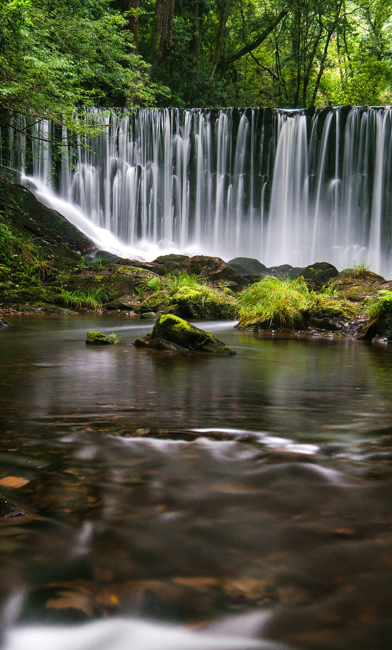 galician-waterfall-4k-xy.jpg