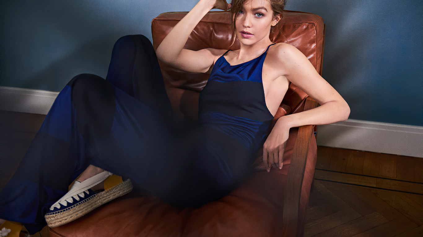 gigi-hadid-on-sofa-0r.jpg