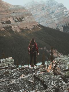 girl-at-tip-of-mountain-8o.jpg