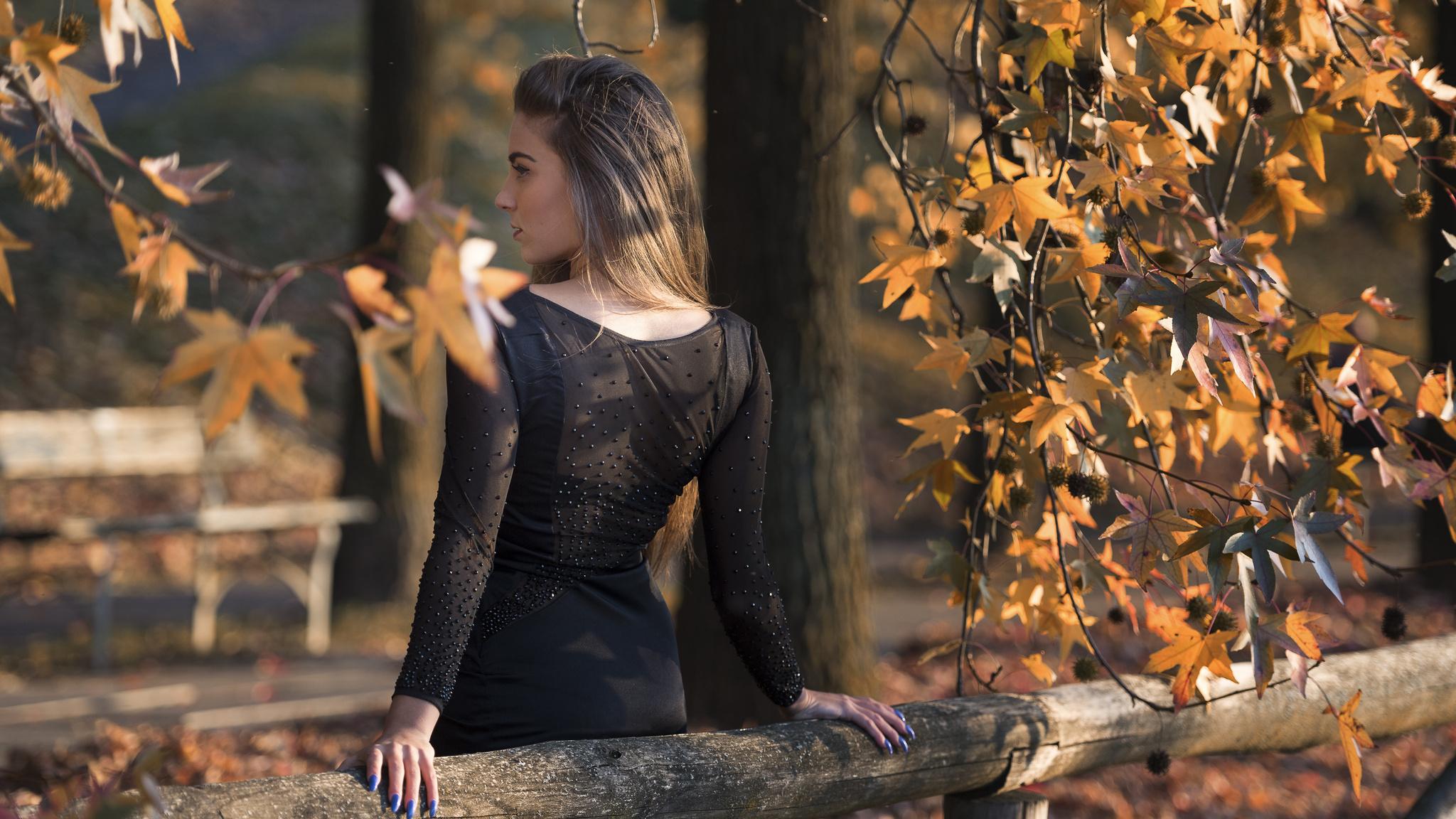 girl-back-view-dress-black-gh.jpg