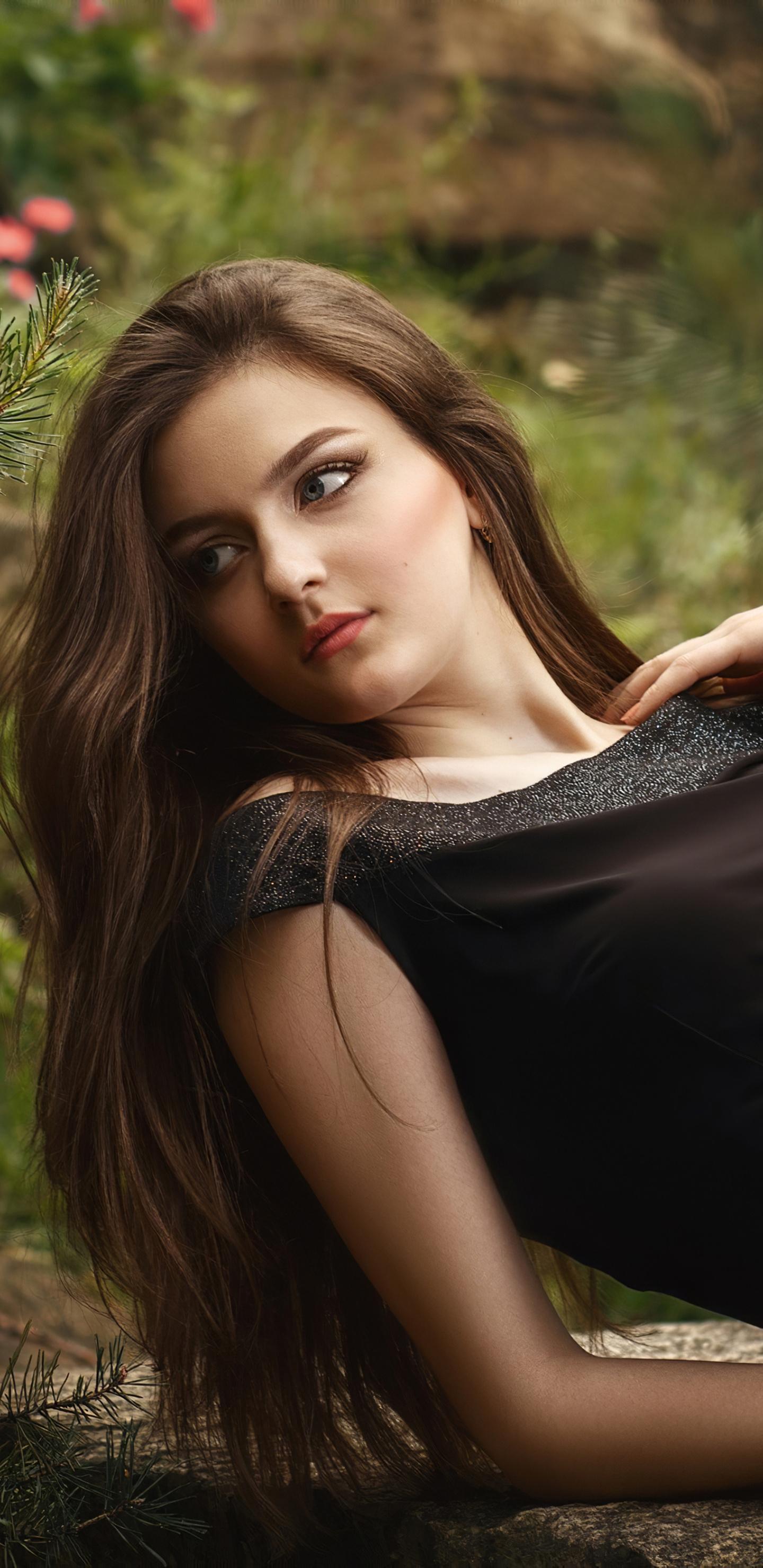 girl-black-dress-4k-op.jpg