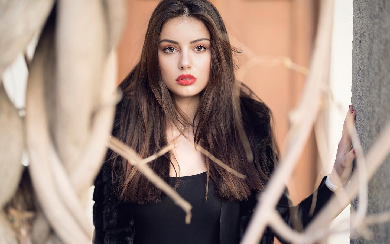 girl-black-jacket-winter-cloth-4k-wy.jpg