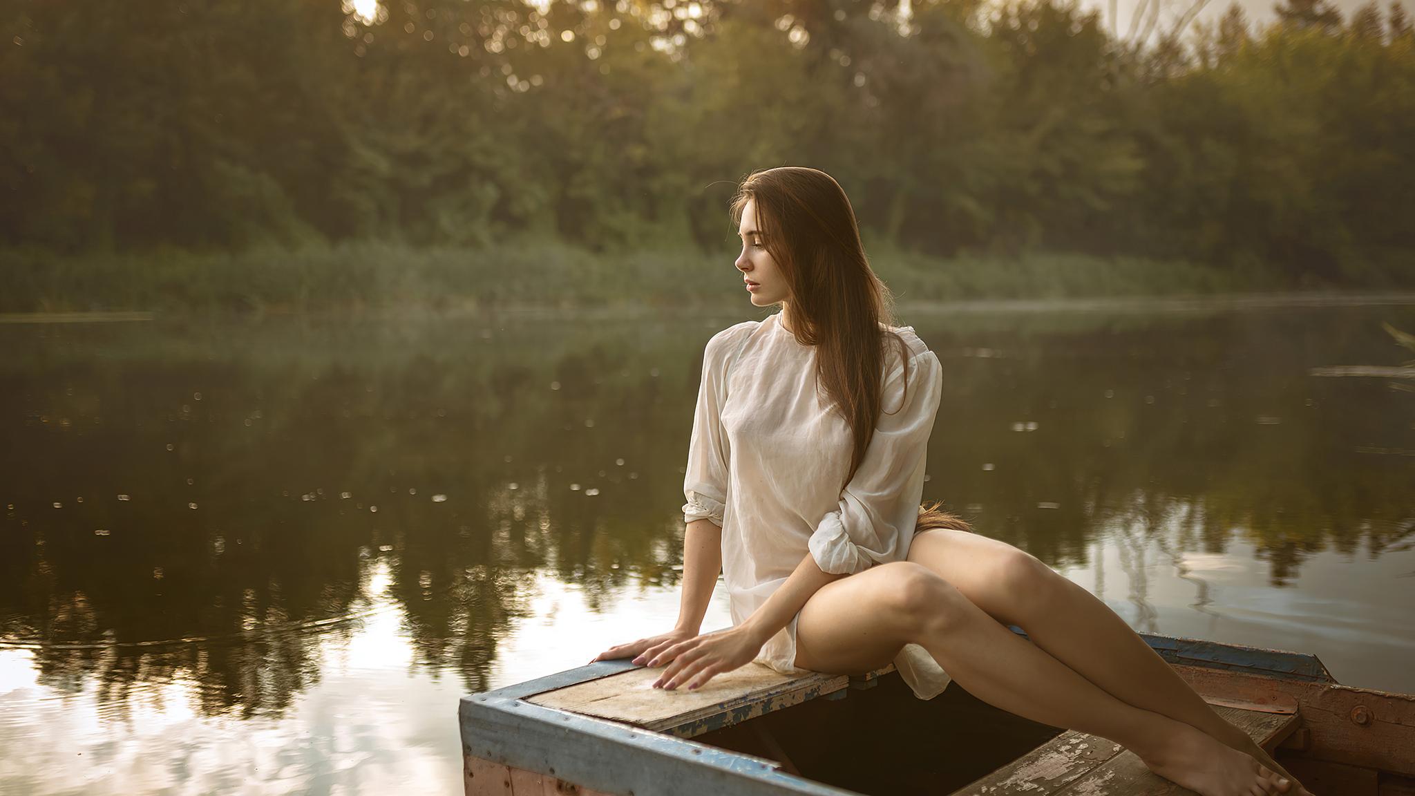 girl-boat-evening-photography-4k-hn.jpg