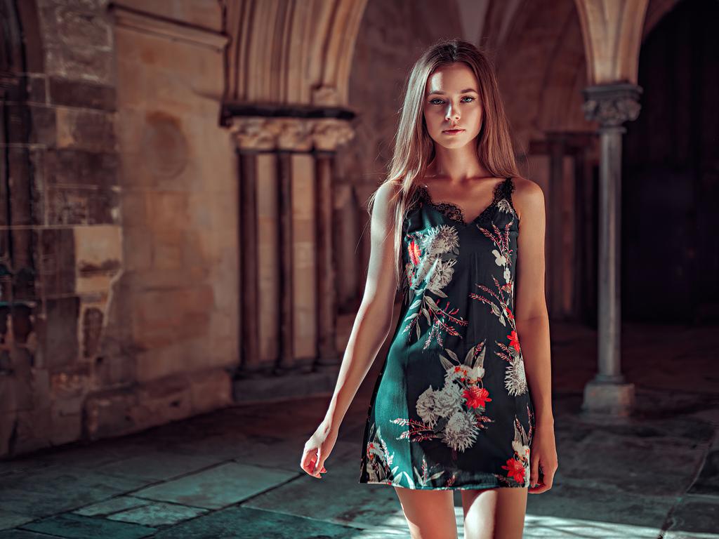 girl-brunette-flower-dress-4k-za.jpg