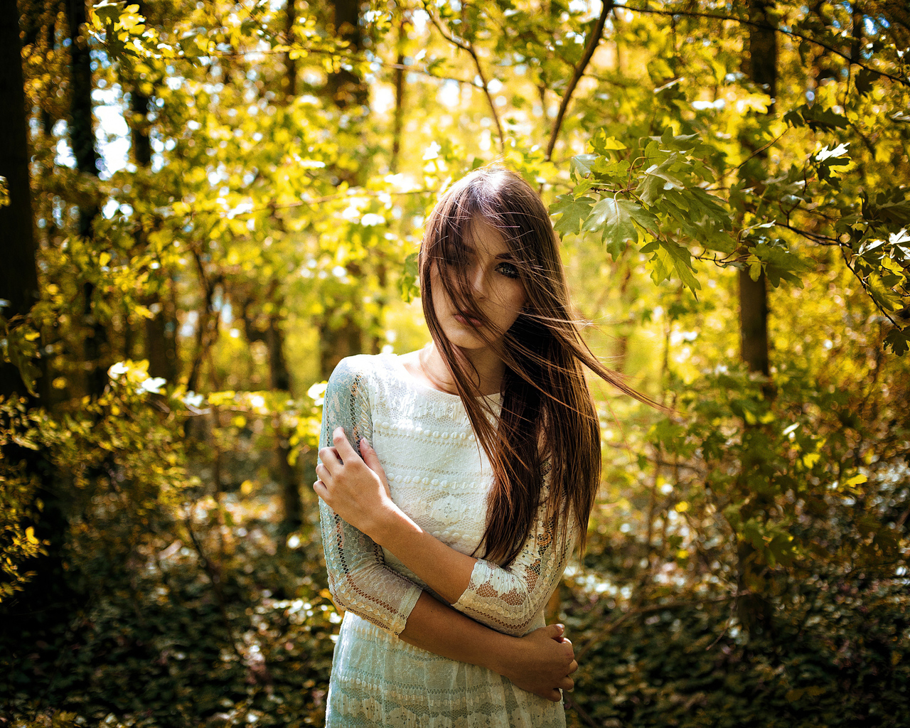 girl-face-in-hair-forest-4k-5l.jpg