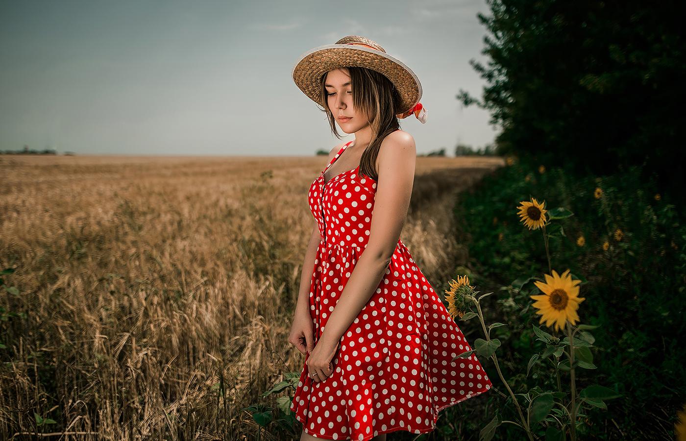 girl-field-hat-ks.jpg