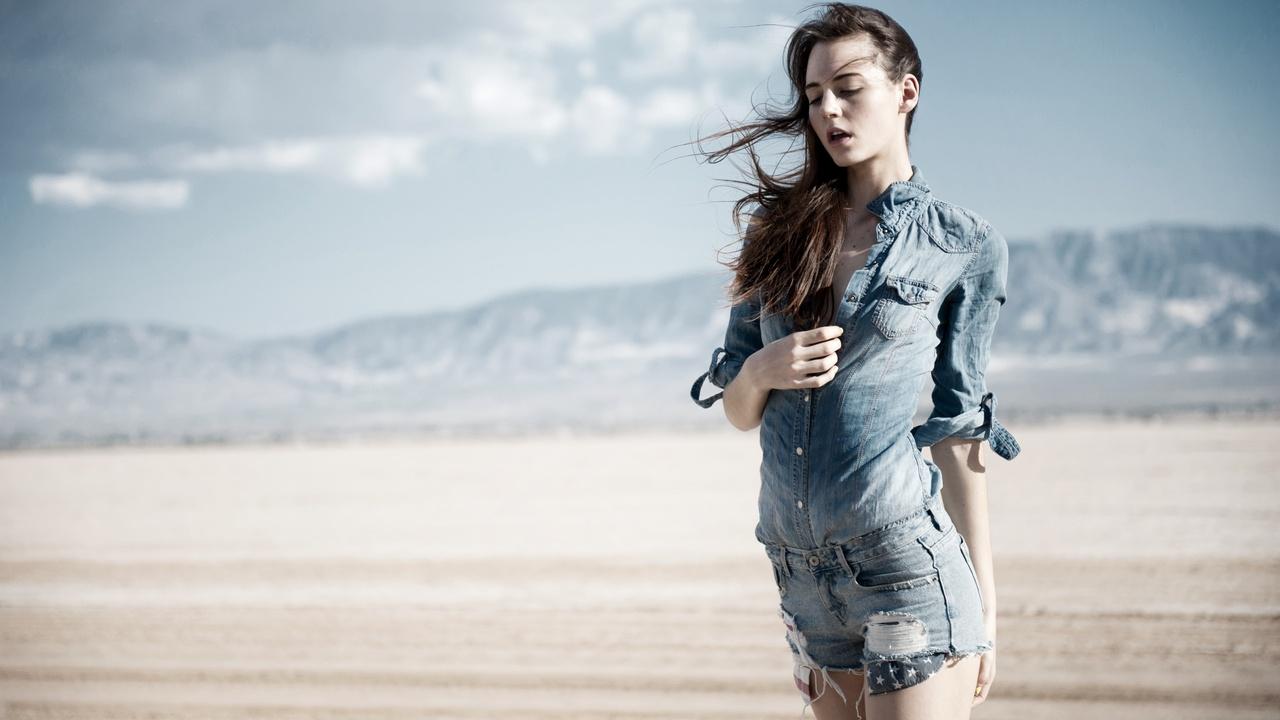 girl-formal-shirt-shorts-4k-iw.jpg
