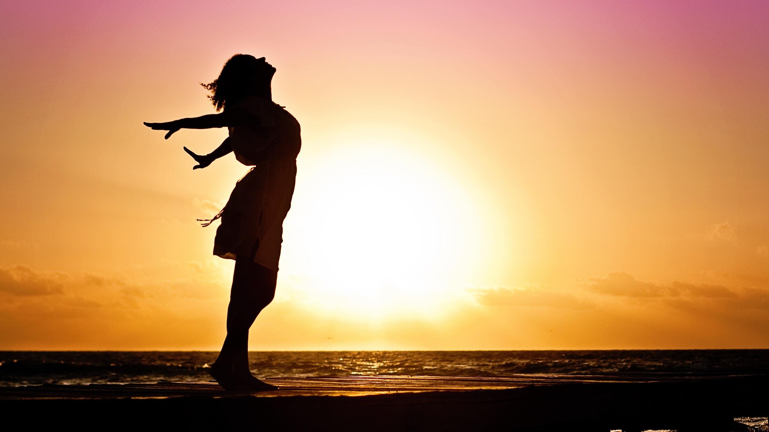 2560x1440 Girl Happiness Sunrise Shore 1440p Resolution Hd
