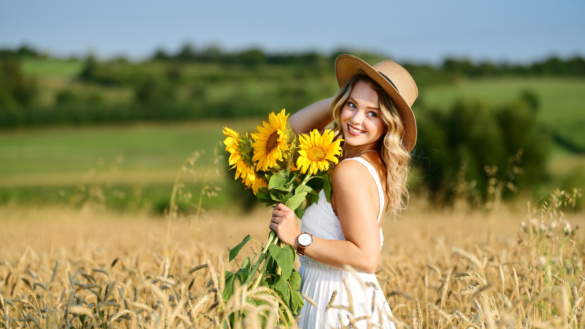girl-in-field-with-flowers-sunny-day-8k-kz.jpg