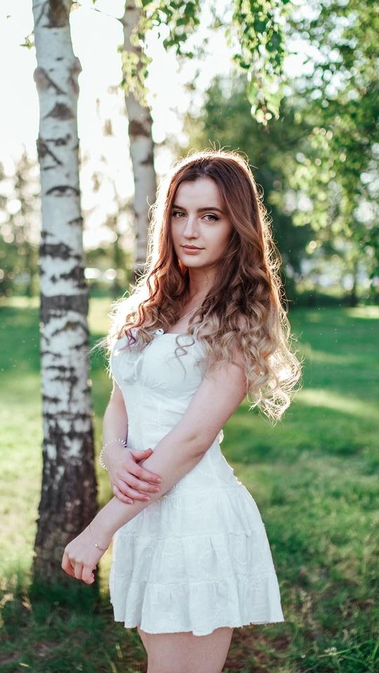 girl-in-white-dress-outdoors-lw.jpg