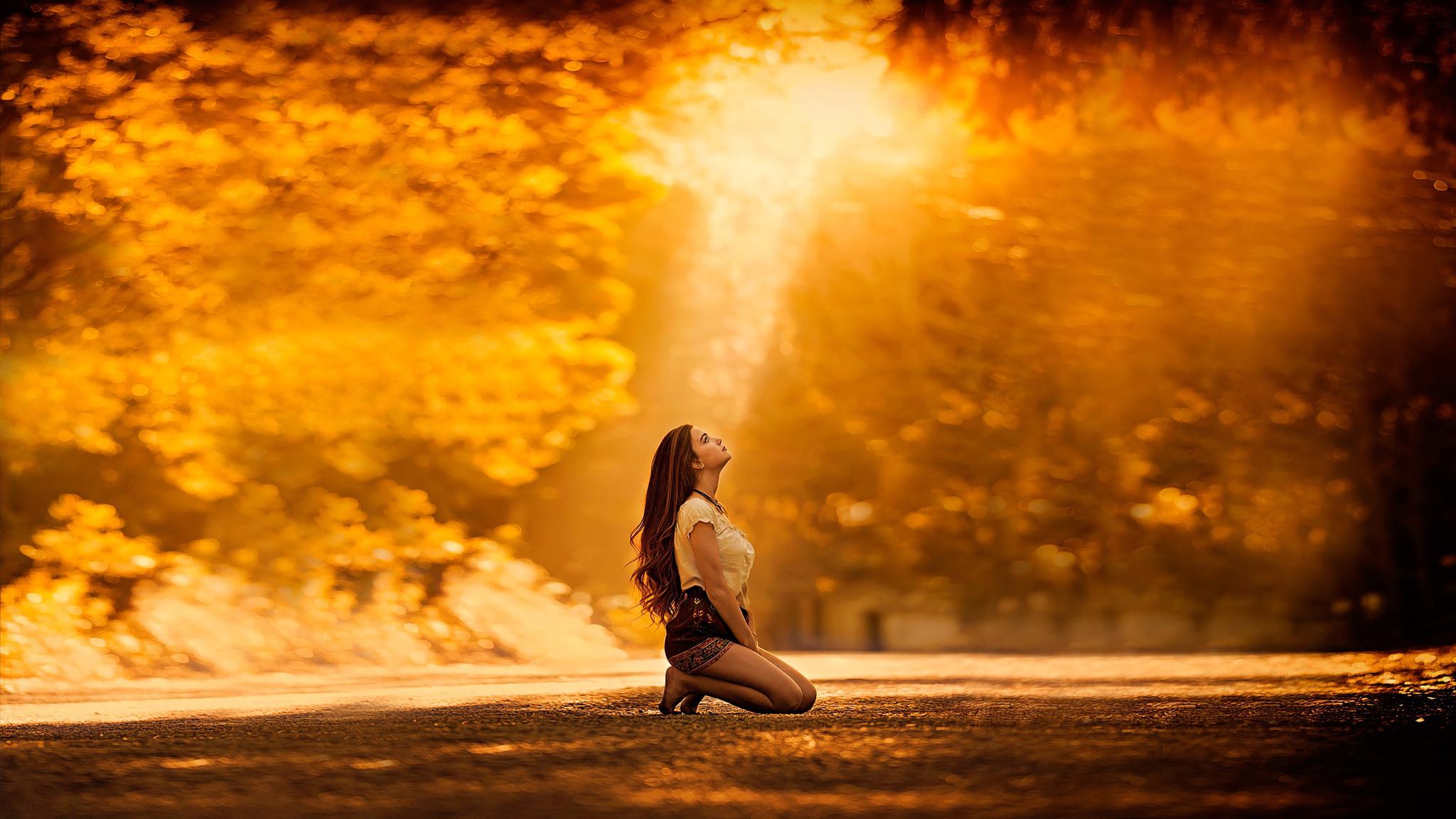 girl-kneeling-to-sky-4k-d8.jpg