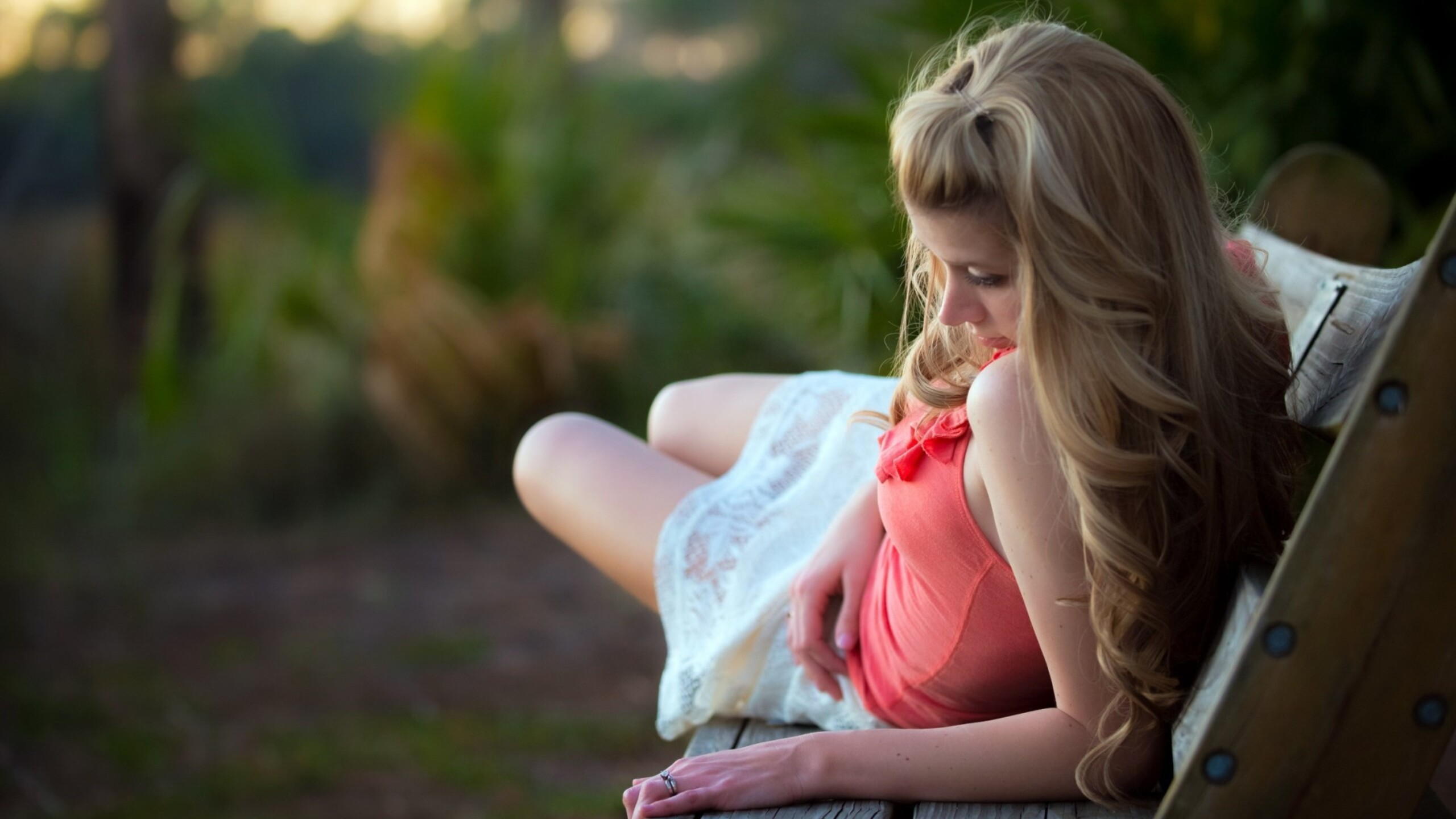 girl-lying-on-bench-pic.jpg