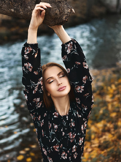 girl-nature-outdoor-tree-4k-5v.jpg