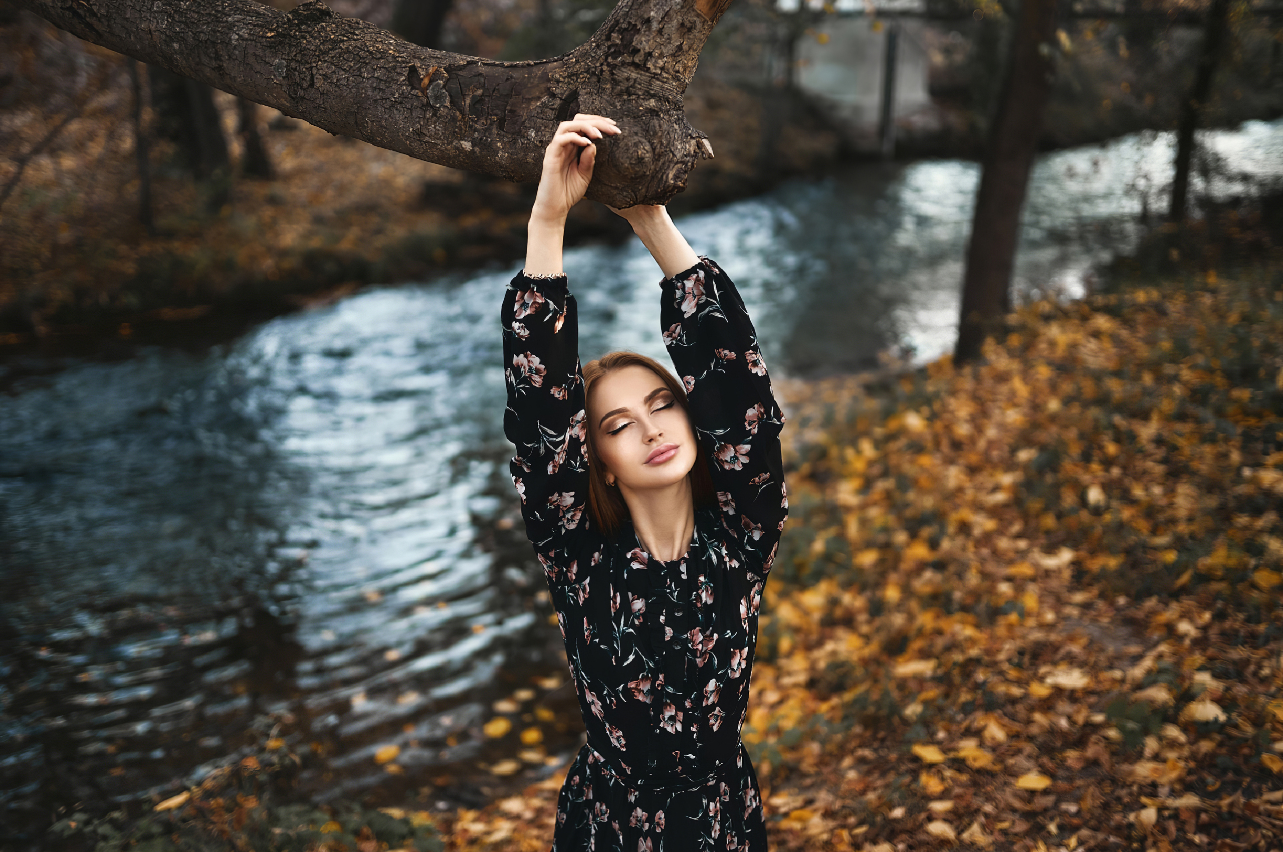 girl-nature-outdoor-tree-4k-5v.jpg