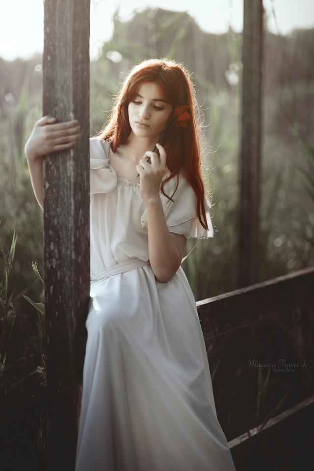 girl-red-hair-rose-in-hand-4k-w5.jpg