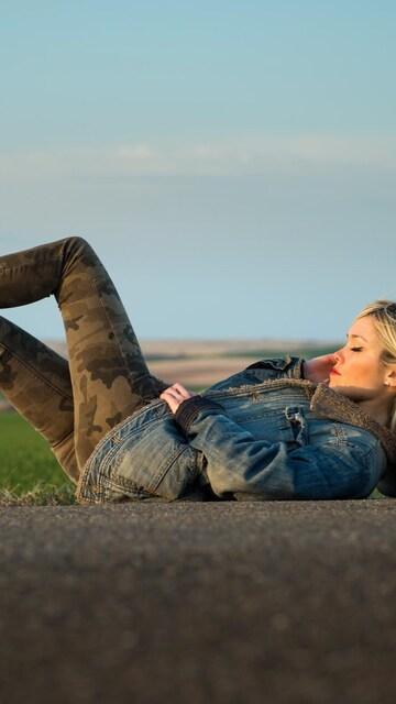 girl-road-suitcase-blonde.jpg