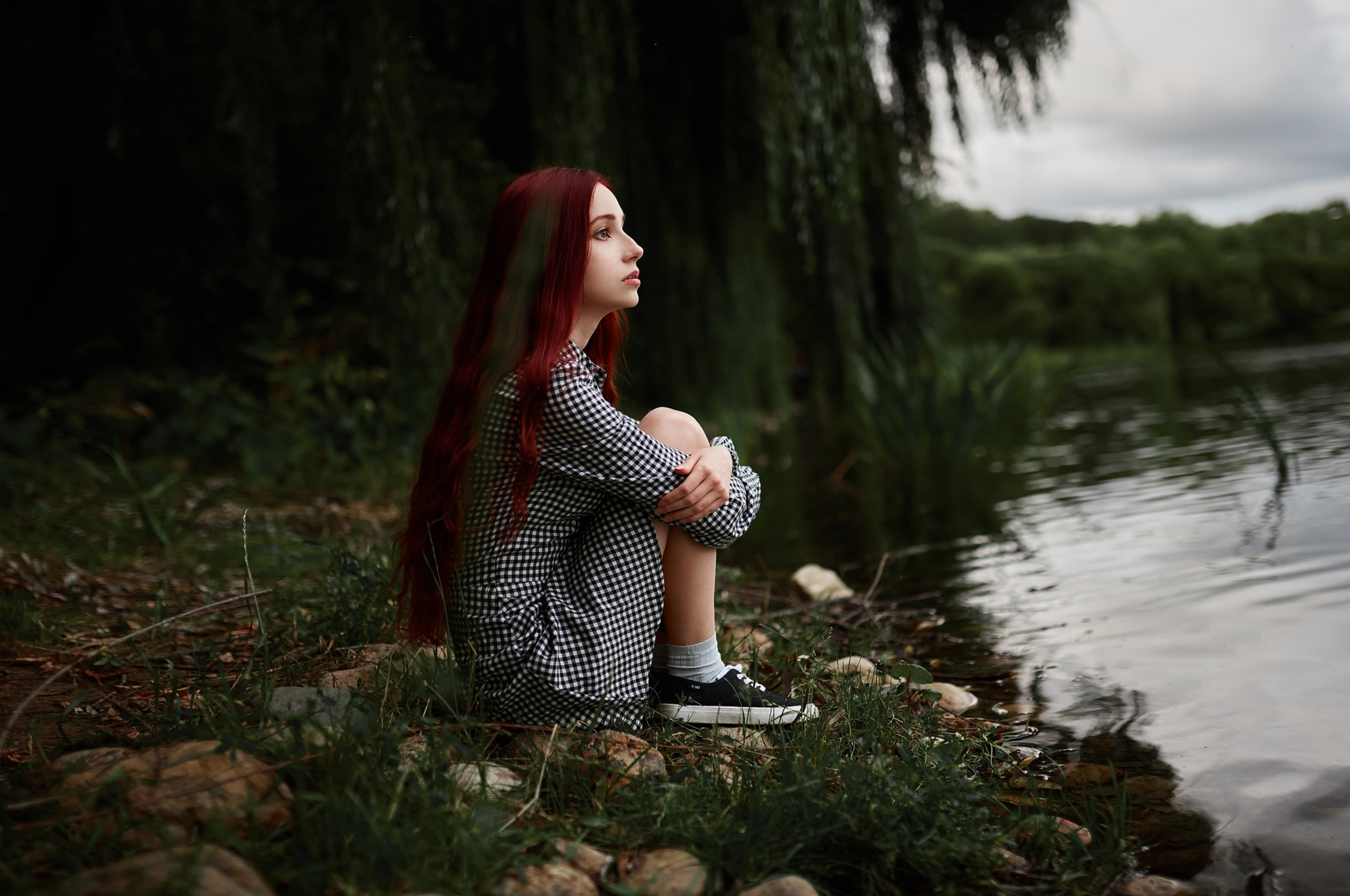 girl-sitting-at-lake-side-view-go.jpg