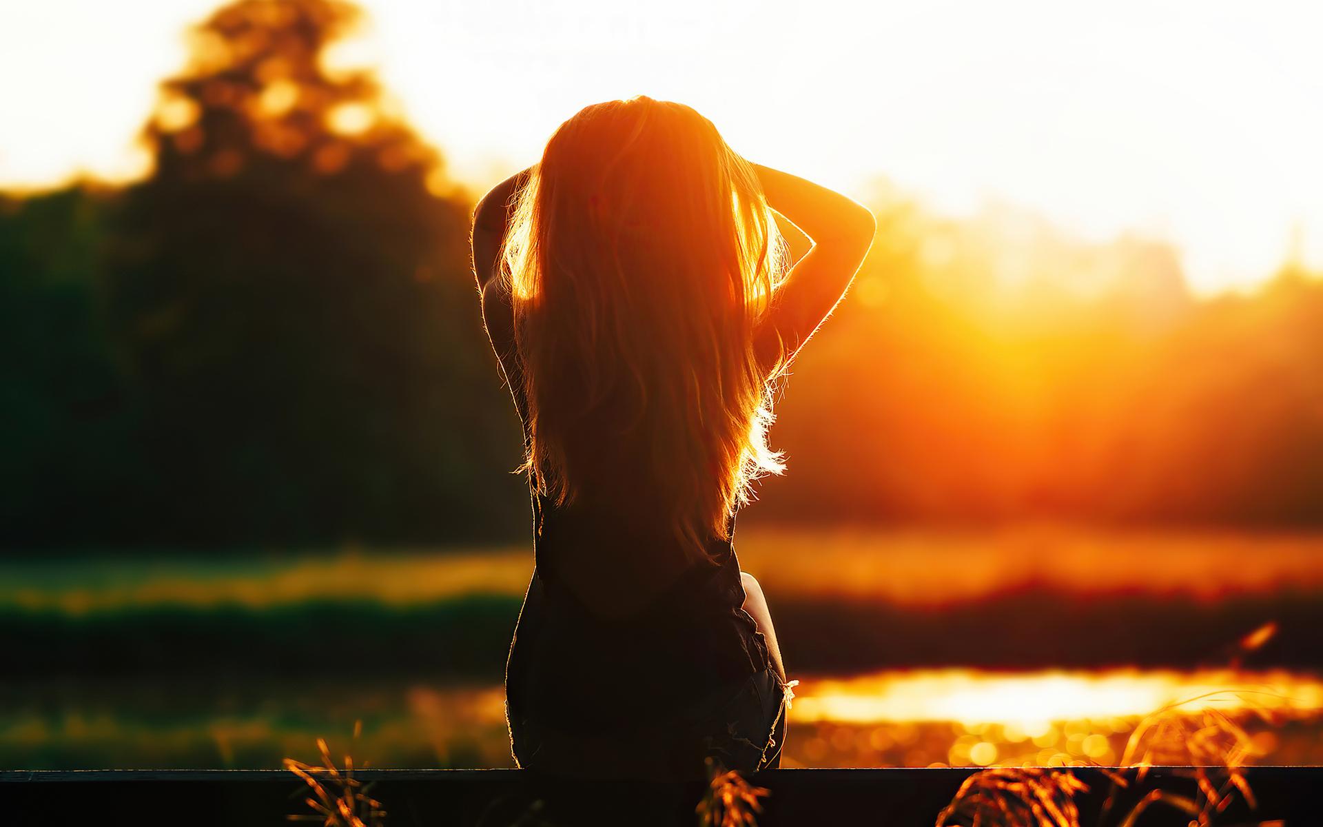 girl-sitting-looking-at-sunset-silhouette-4k-q8.jpg