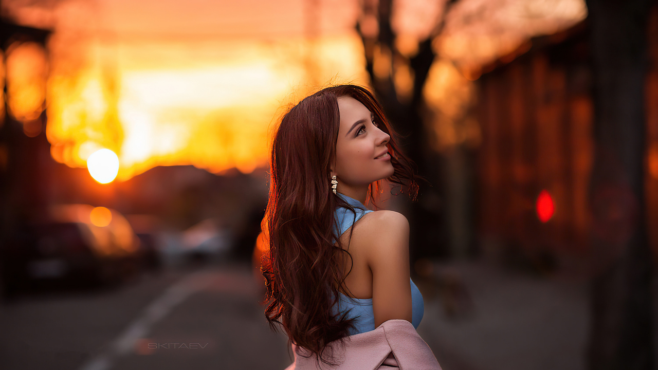 girl-sunset-smiling-golden-hair-4k-s0.jpg