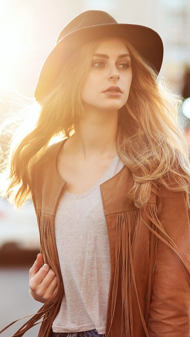 girl-with-hat-and-leather-jacket-8m.jpg