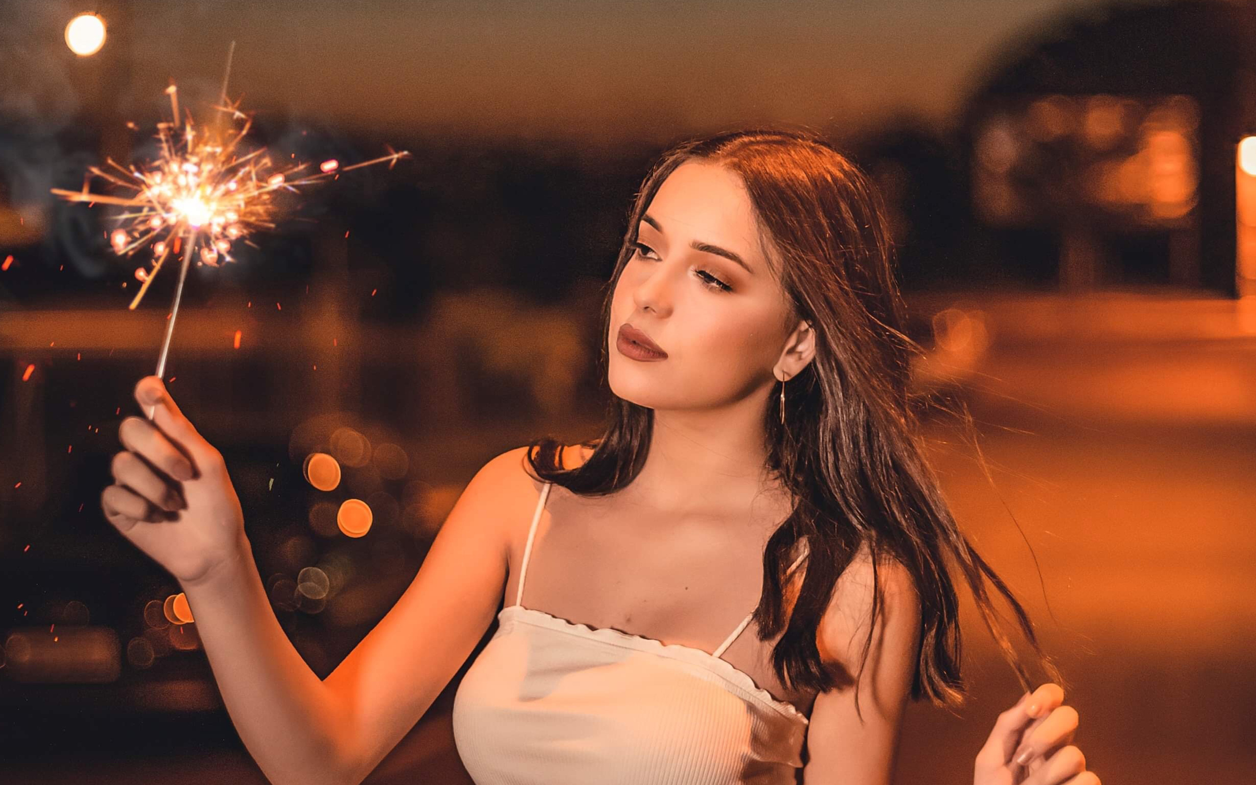 girl-with-sparkle-fireworks-ga.jpg