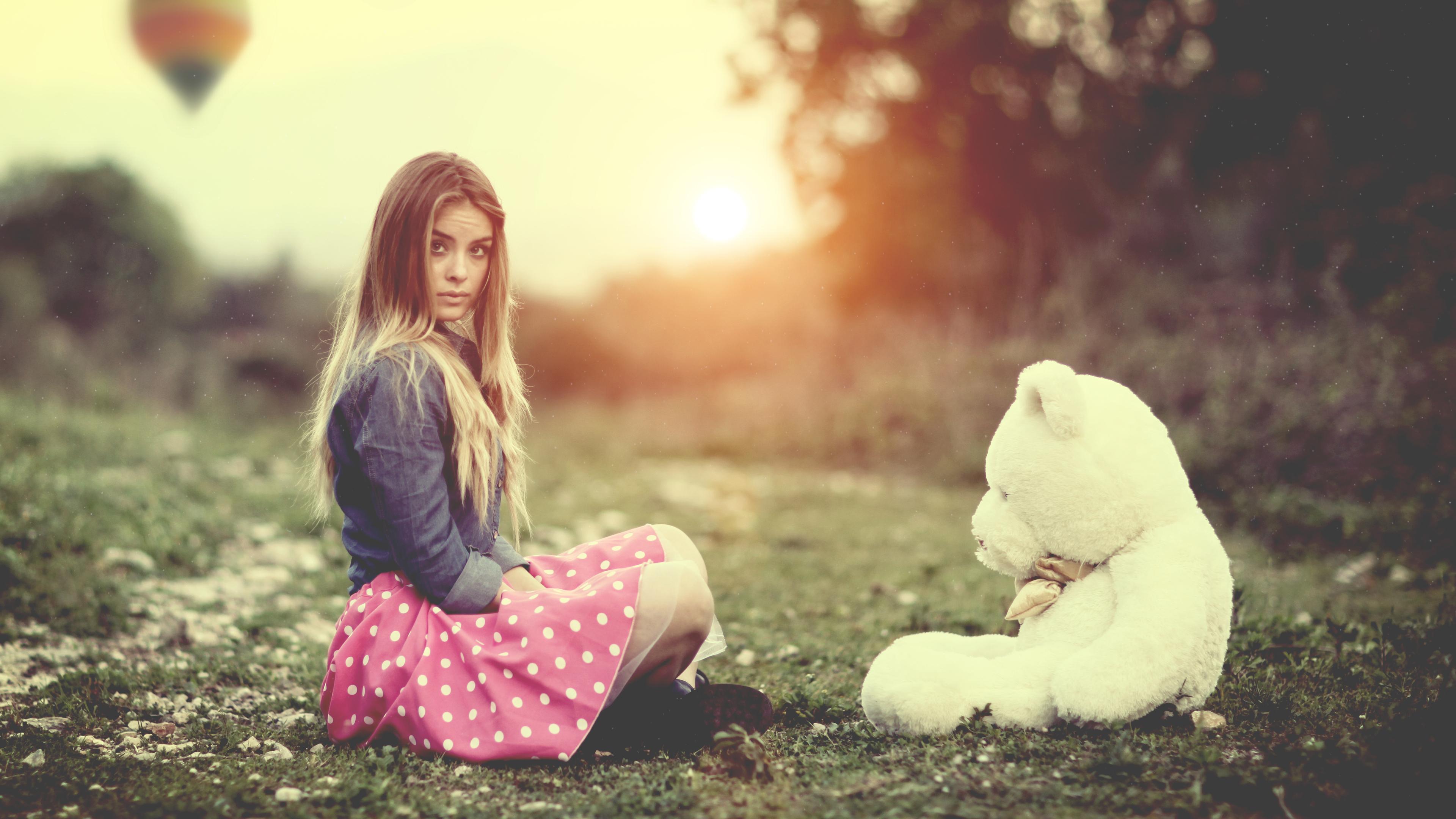 girl-with-teddy-bear.jpg