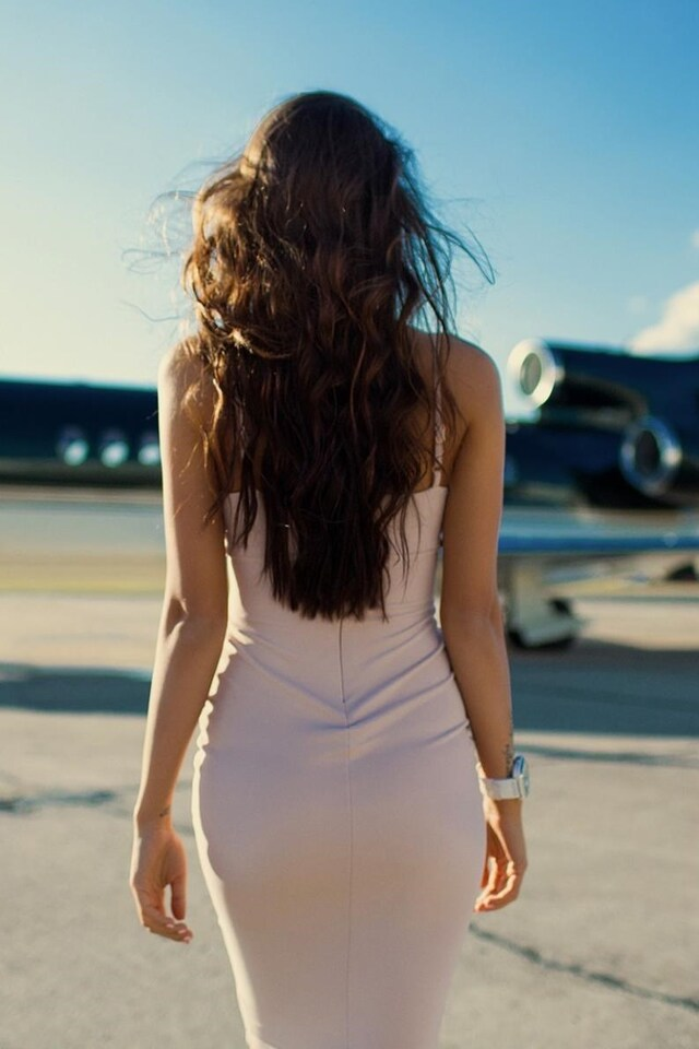 girls-with-planes-qhd.jpg