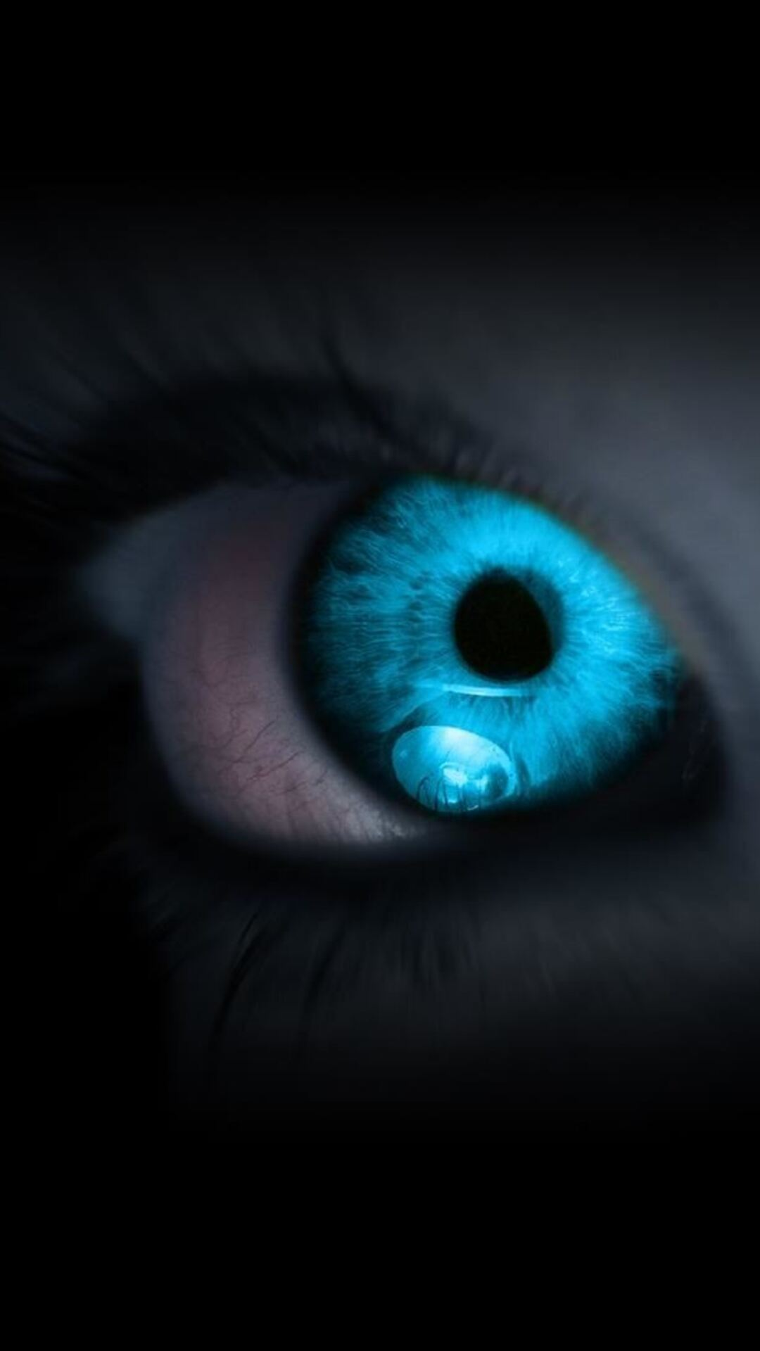 glowing-eye-ap.jpg