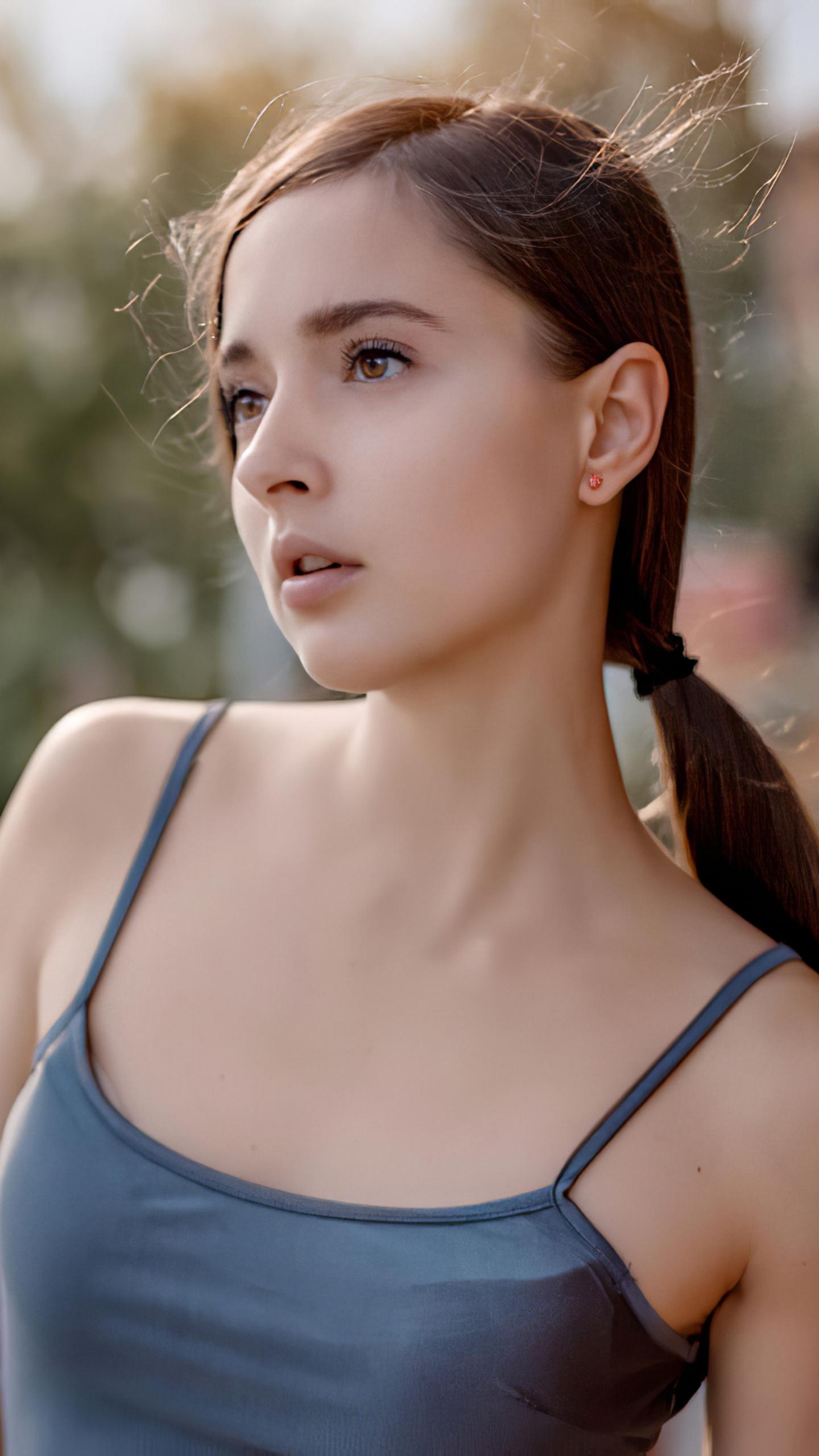 gorgeous-brunette-4k-dr.jpg