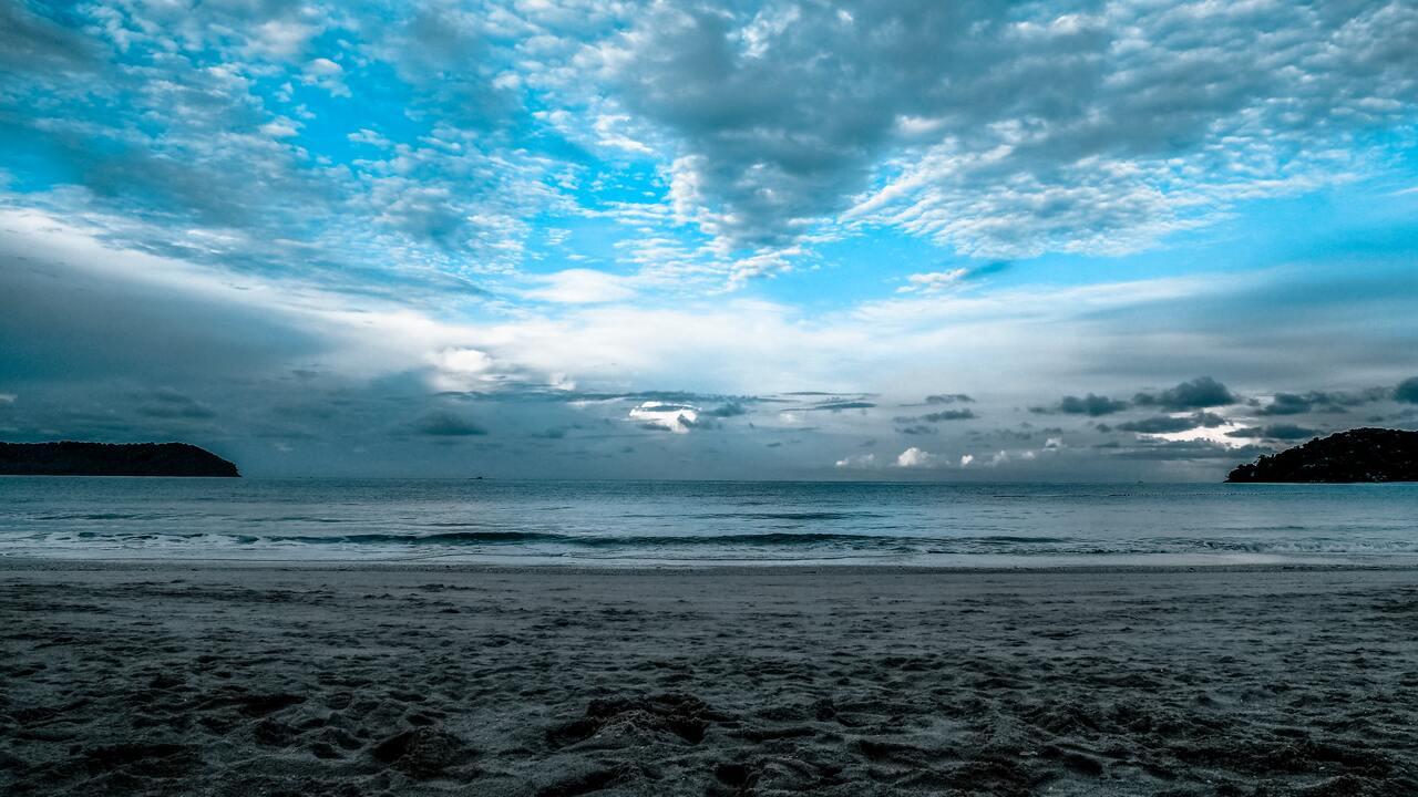 gray-sand-sea-shore-ck.jpg