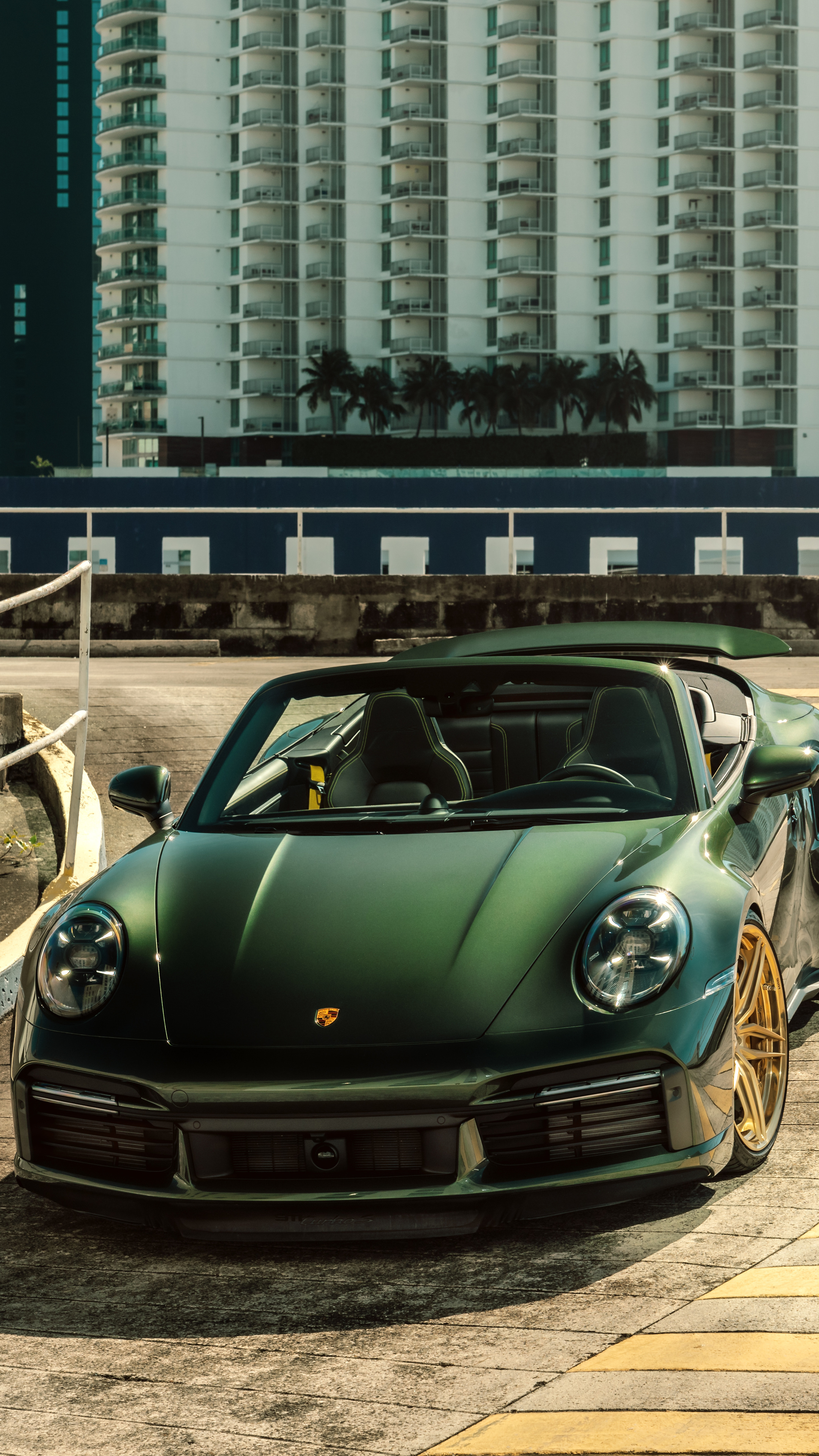 green-gold-porsche-992tt-8k-ms.jpg