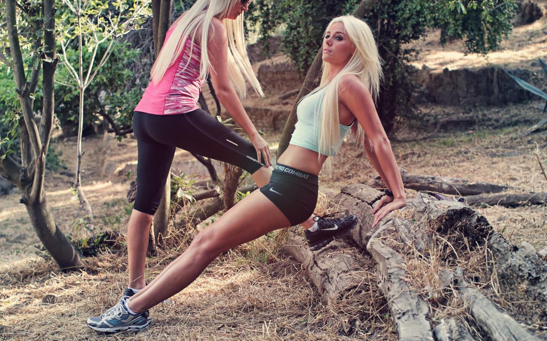 gym-blonde-girls-4k.jpg