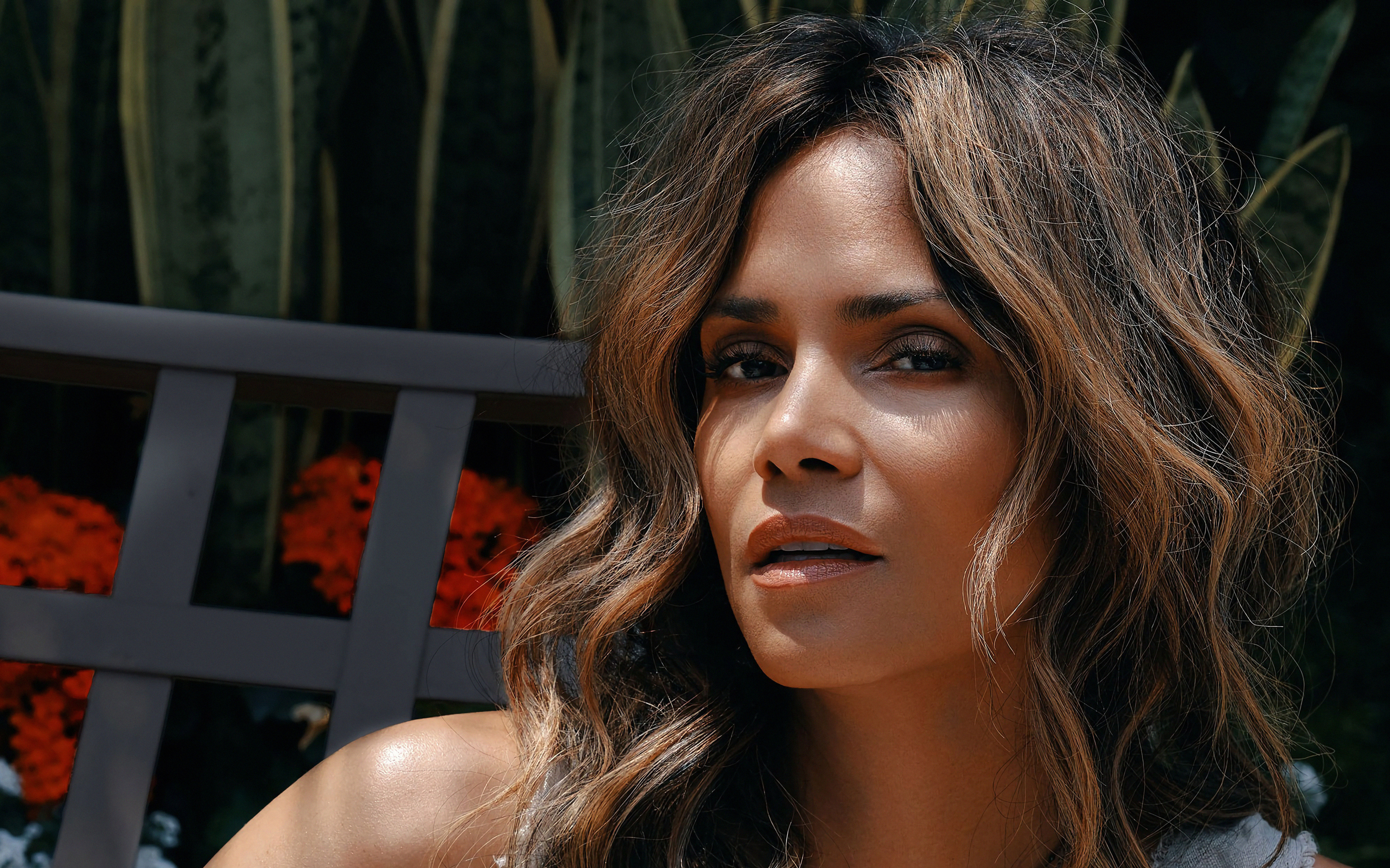 halle-berry-instyle-2019-4k-qu.jpg