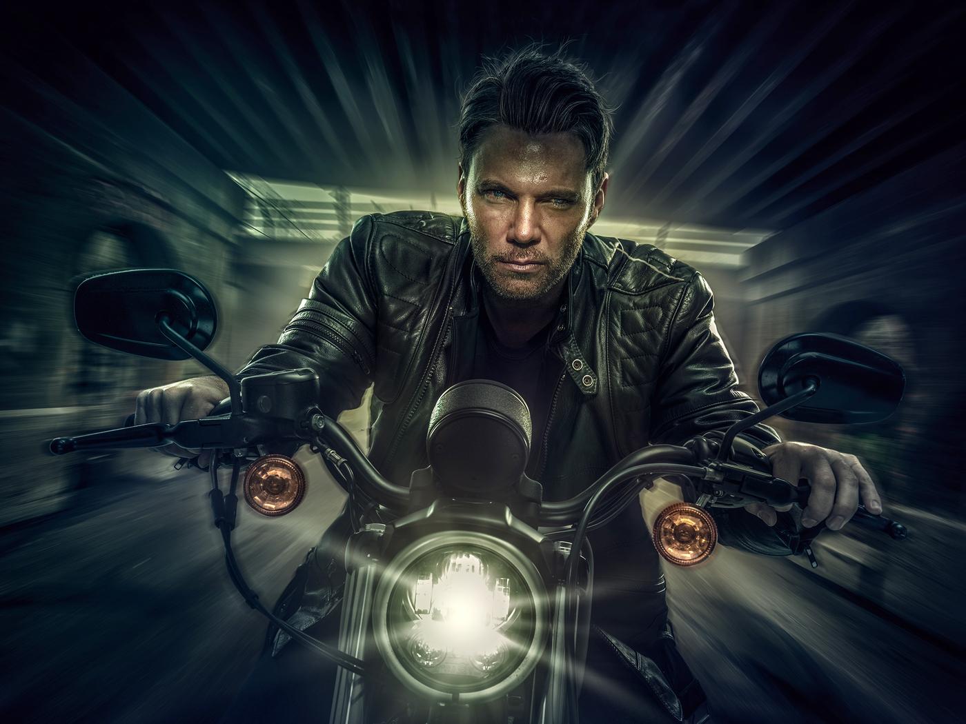 harley-davidson-bike-night-rider-l0.jpg