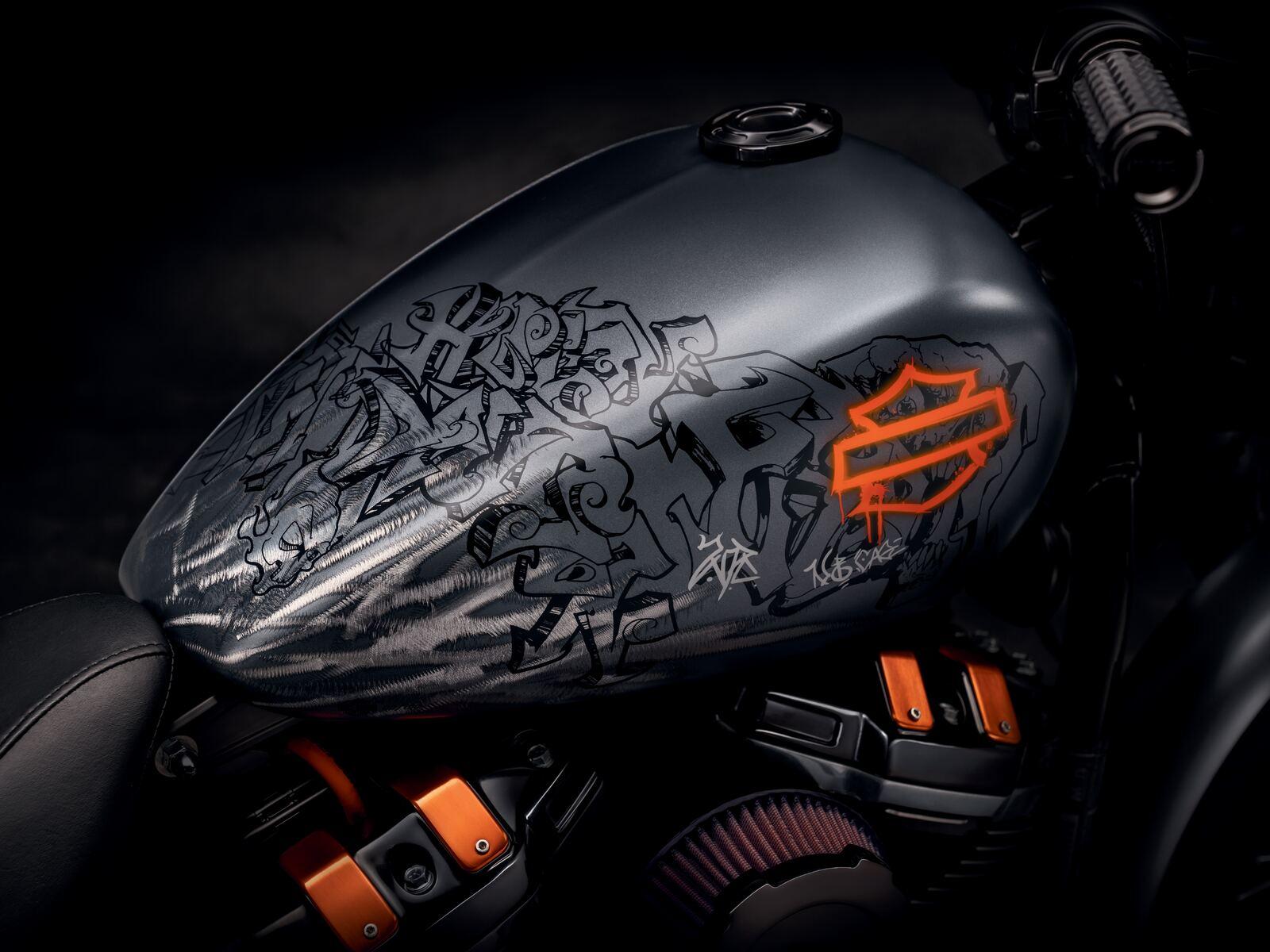 harley-davidson-grey-black-bike-tank-8k-9a.jpg