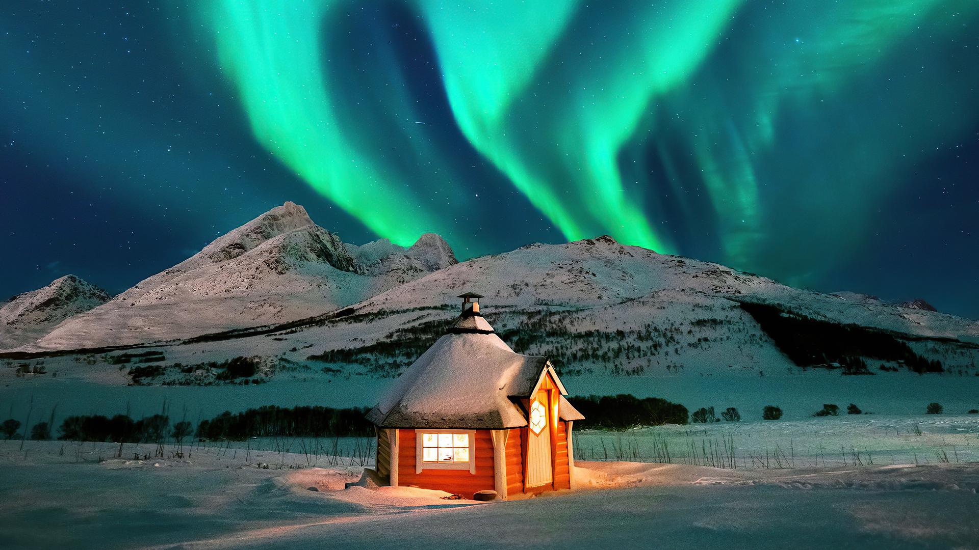 house-near-aurora-4k-us.jpg