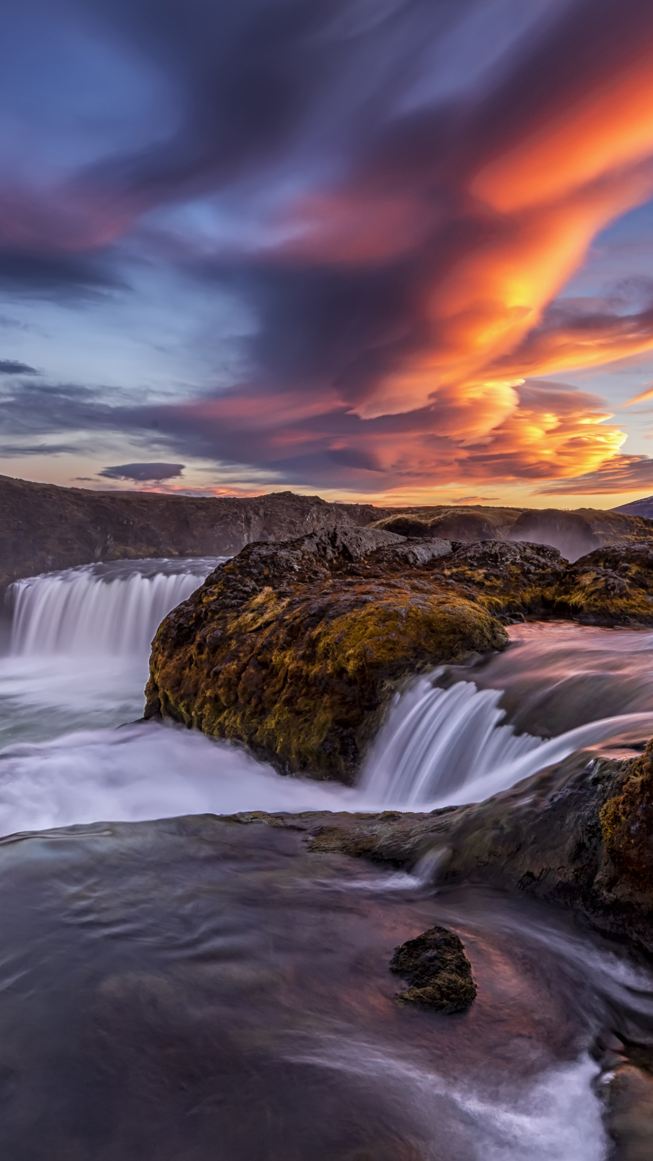 iceland-river-waterfall-4k-3p.jpg