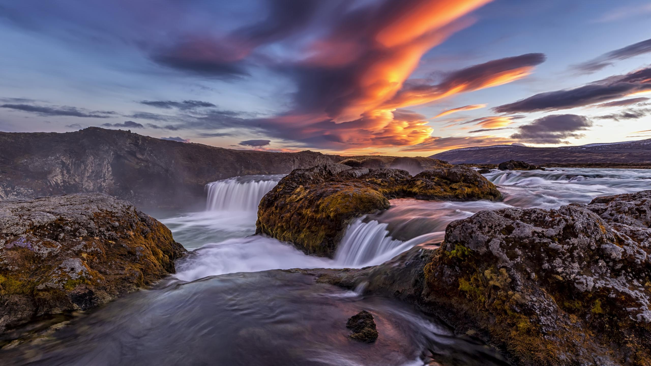 iceland-river-waterfall-4k-3p.jpg