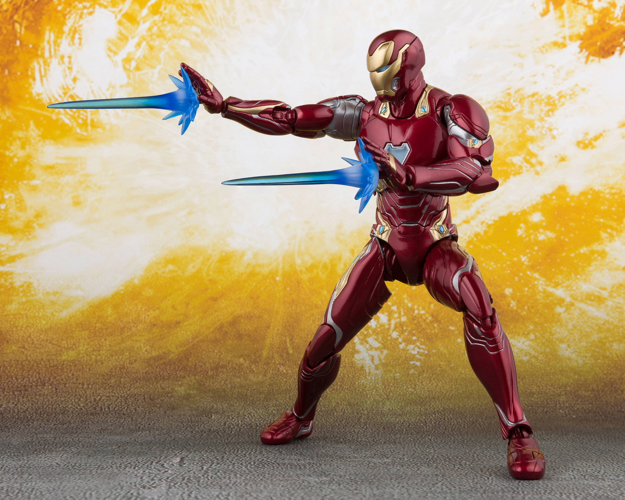 iron-man-action-figure-5k-ml.jpg