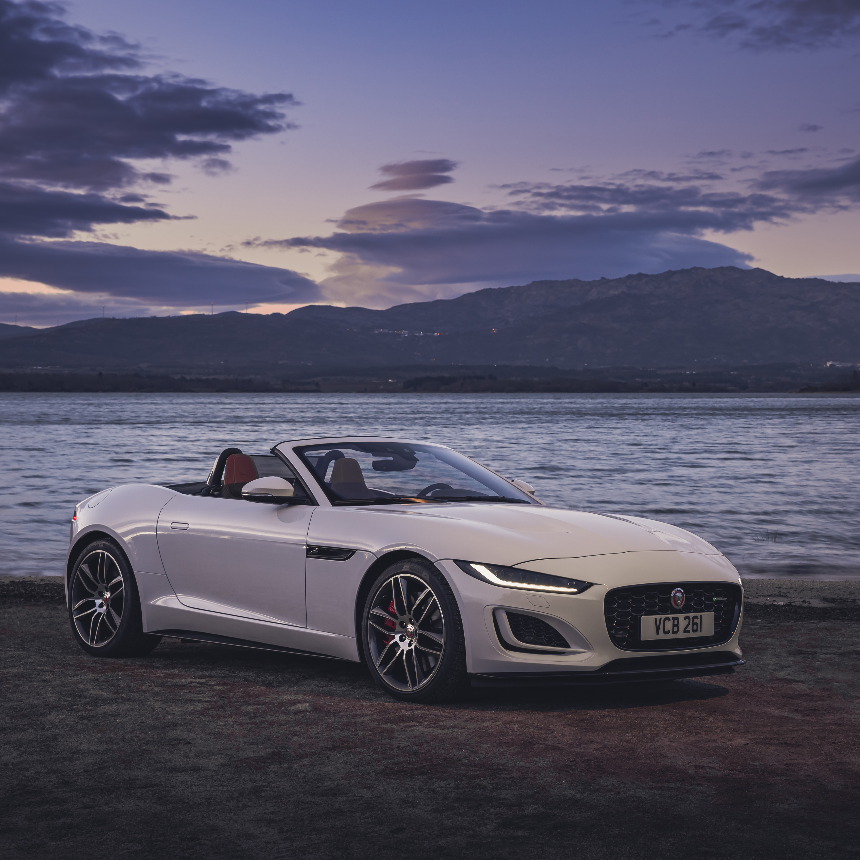 jaguar-f-type-p450-r-dynamic-convertible-2020-ba.jpg