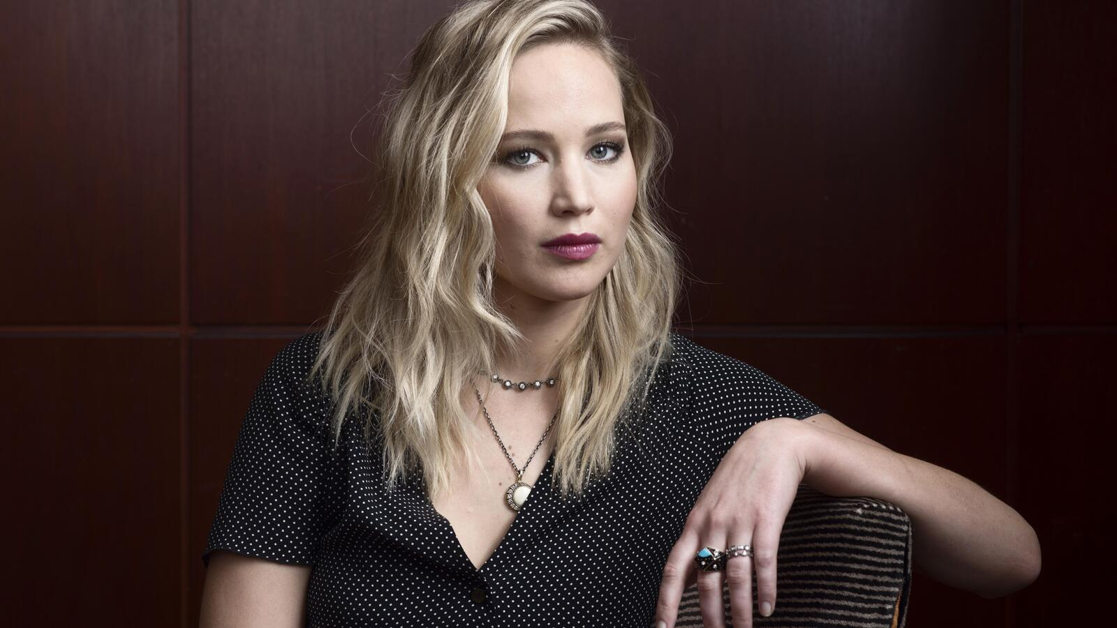 jennifer-lawrence-2019-5k-iq.jpg