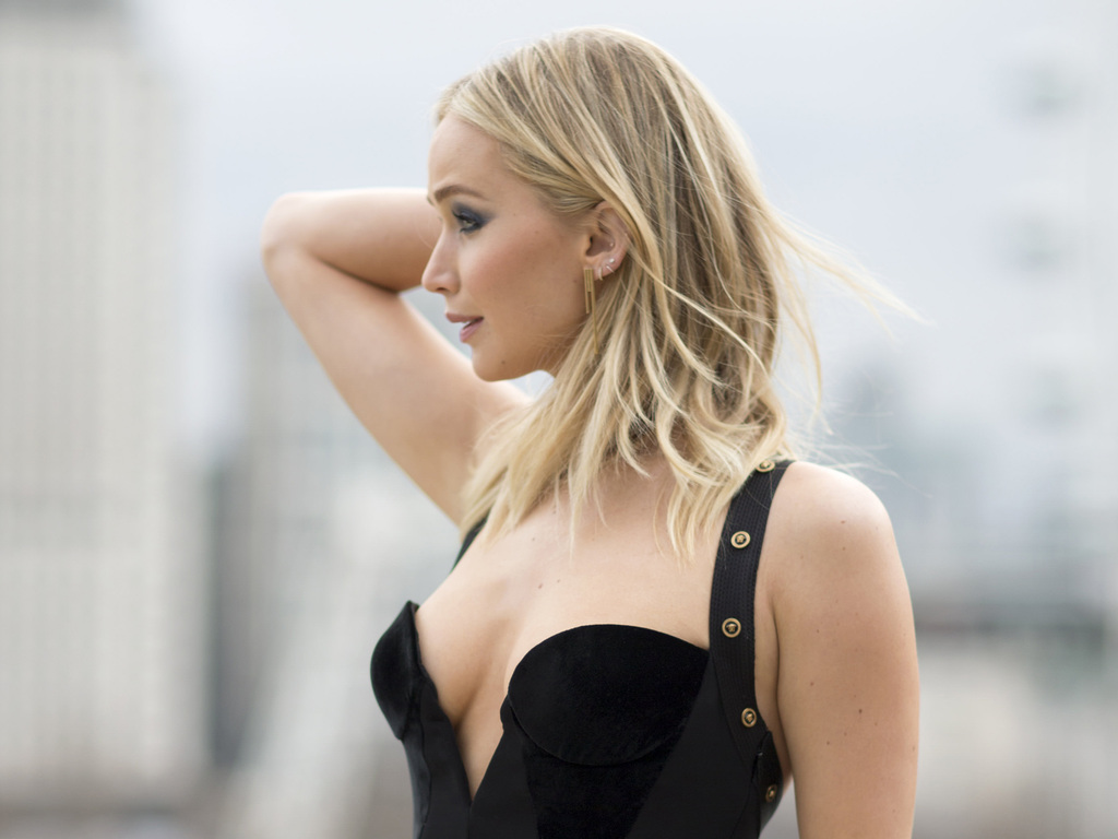 jennifer-lawrence-black-dress-zn.jpg