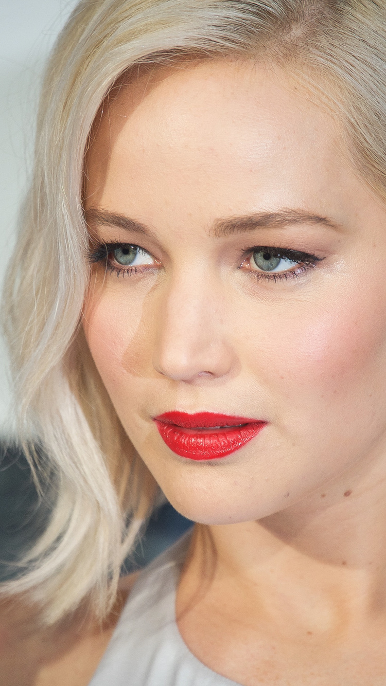 jennifer-lawrence-eyes-rq.jpg