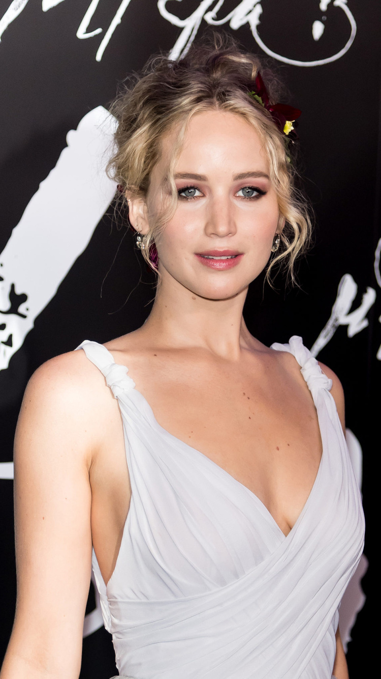 jennifer-lawrence-in-white-dress-am.jpg