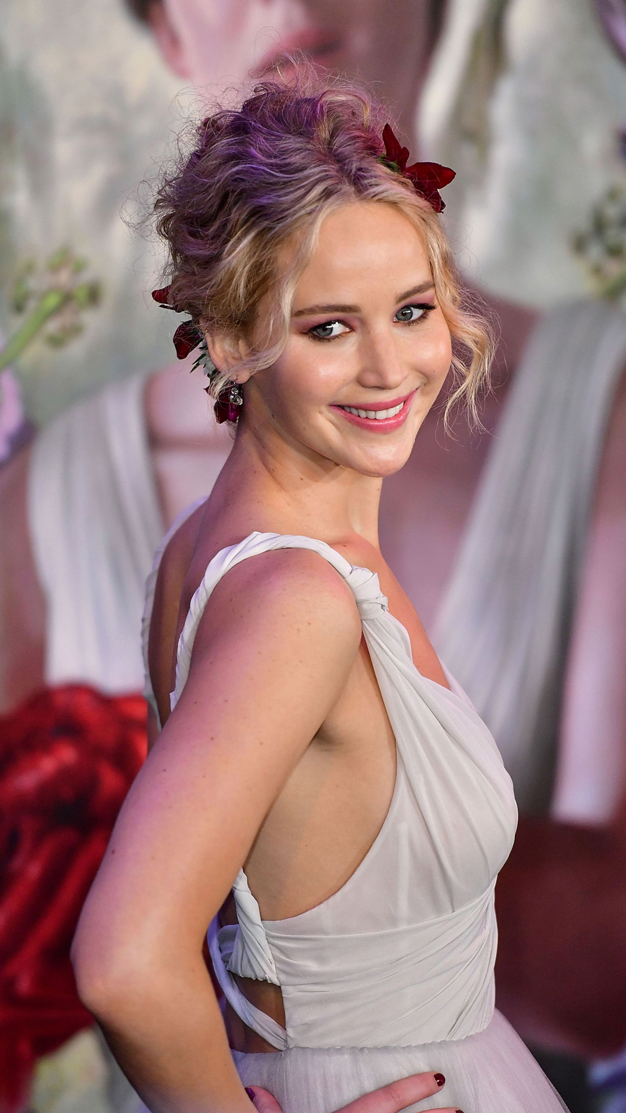 jennifer-lawrence-smiling-2018-z9.jpg