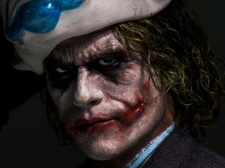 joker-closeup-mask-up-l9.jpg