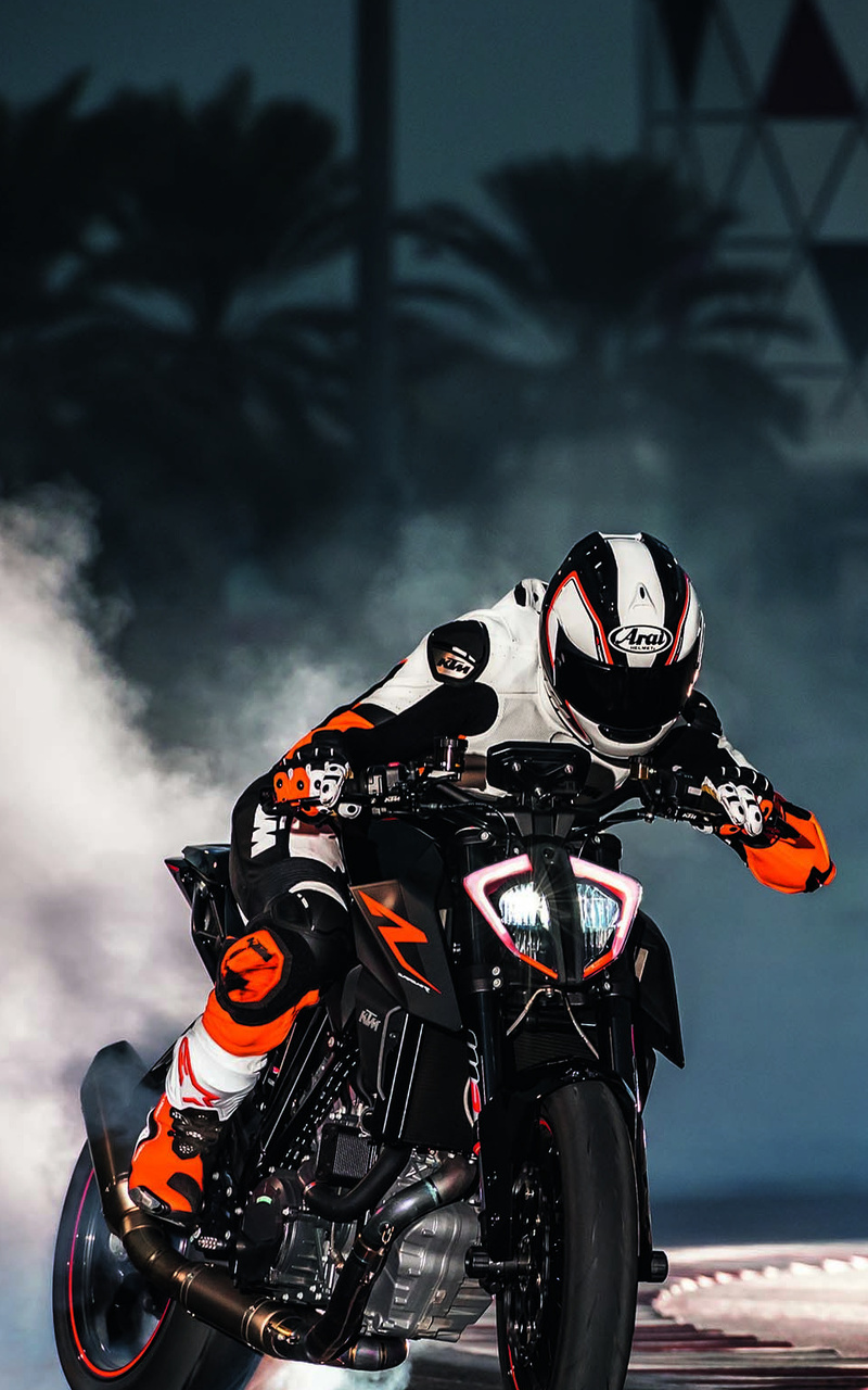 ktm-1290-super-duke-drifting-xu.jpg