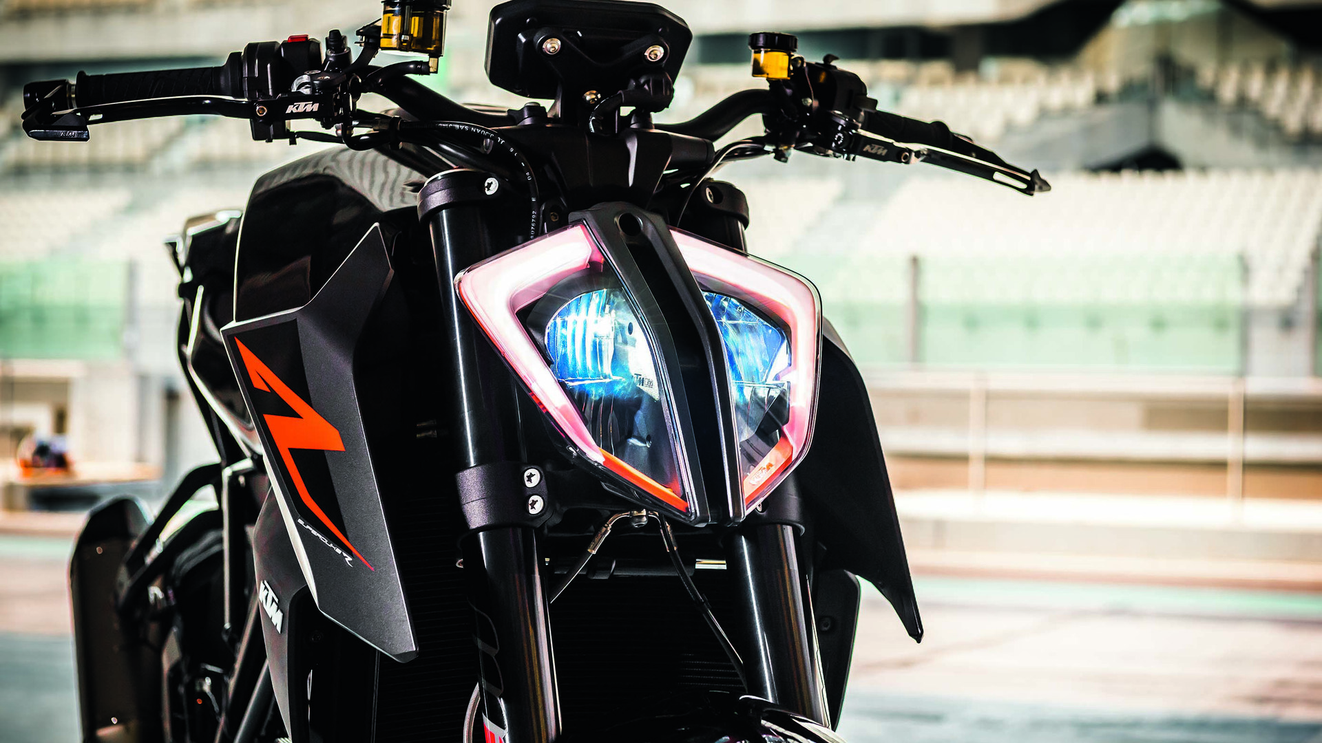 Ktm 1290 Super Duke Front View 31